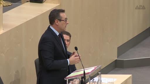 Vizekanzler Heinz-Christian Strache (FPÖ) hat in seiner Erklärung vor dem Nationalrat der Opposition versichert, auch gute Vorschläge von ihr aufnehmen zu wollen. Inhaltlich hob der FPÖ-Chef den Sicherheits- und den Asylbereich hervor.